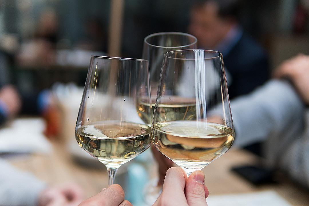 Mennyit illik a pohárba tölteni?